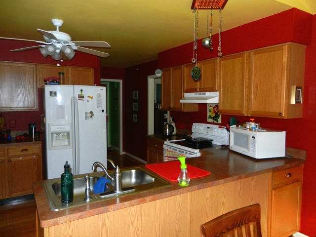 Amissville VA Kitchen Peninsula and Sink Before Remodeling